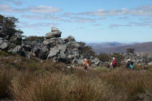 hikers rocks 17-galeo